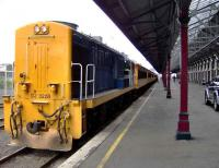 A returning excursion train from Taieri Gorge at Dunedin, New Zealand, on 7 March 2008. The train is standing at the countrys longest railway platform measuring 1 kilometre.<br><br>[Brian Smith&nbsp;07/03/2008]