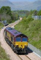 66141 heads west near Clackmannan on 8 May 2008, with the Ochil Hills forming a backdrop. <br><br>[Bill Roberton&nbsp;08/05/2008]