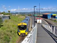 A train calling at Avondale Station, on the route from Auckland to Waitakere, New Zealand on 23 March 2008<br><br>[Brian Smith&nbsp;23/03/2008]