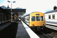Platform 6 at Stirling in June 1986 with 101 345 about to leave on a service to Edinburgh.<br><br>[David Panton&nbsp;/06/1986]