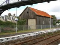 The old goods shed alongside the down platform at Brora, still standing on 29 August 2007 [see image 27937].<br><br>[John Furnevel&nbsp;29/08/2007]