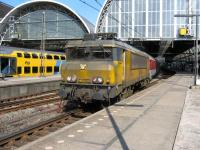 Wash me please! A rather dirty NS electric loco hauls some ECS out of Amsterdam Central station.<br><br>[Michael Gibb&nbsp;19/05/2008]