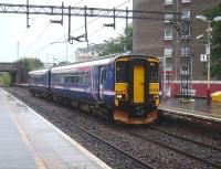 An Oban train arrives at platform 1 at Dalmuir on 18 August 2007.<br><br>[David Panton&nbsp;18/08/2007]