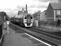 Southbound 158 910 arrives at Driffield in March 2006 with a service to Hull.<br> <br><br>[Peter Todd&nbsp;29/03/2006]