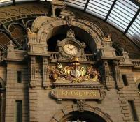 Entrance to Antwerp Central station, dubbed <I>The Railway Cathedral</I>... for obvious reasons. Seen here on 9 December 2006.<br> <br><br>[Peter Todd&nbsp;09/12/2006]