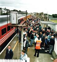 A southbound Virgin 125 disgorges golf fans in an untimetabled stop at Carnoustie during the Open on 17 Jul 1999<br><br>[David Panton&nbsp;17/07/1999]