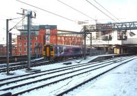 158817 leaves Leeds with an eastbound Northern Rail service on the morning after the heavy February snowfalls, albeit all rail services in the area were operating normally. <br><br>[Mark Bartlett&nbsp;03/02/2009]