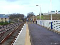 View out along the platform at Thurso station on 27 March 2009.<br><br>[Brian Forbes&nbsp;27/03/2009]