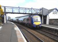 170 429 pulls into Burntisland with an Edinburgh service on 18 April 2009.<br><br>[David Panton&nbsp;18/04/2009]