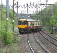 318 256 takes the east to north curve at the busy Hyndland East Junction on 2 May heading for the stop at Anniesland, thence either north to Milngavie or west via Singer.<br><br>[David Panton&nbsp;02/05/2009]
