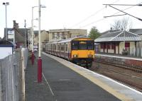 Lanark station on 5 May 2009, with unit 318 257 awaiting custom for its serpentine journey to Milngavie via Holytown and the Hamilton Circle.<br><br>[David Panton&nbsp;05/05/2009]