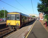318 262 about to pull away from the Uddingston stop on 29 May.<br><br>[John Steven&nbsp;29/05/2009]
