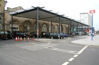 The main entrance to Hull station with its <I>contemporary</I> canopy in April 2009.<br><br>[John Furnevel&nbsp;23/04/2009]