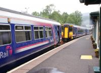 A 6-car train is split at Crianlarich on 15 June following arrival from Glasgow Queen Street. The first two cars will head for Oban with the remaining 4 destined for Fort William.<br><br>[David Forbes&nbsp;15/06/2009]