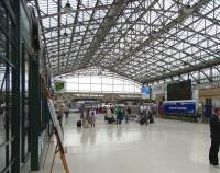 The concourse at Aberdeen station, looking south towards bay platforms 3 to 5 on 15 June 2009. (There is no platform 1 or 2).<br><br>[David Panton&nbsp;15/06/2009]