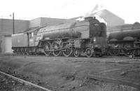 Class A1 Pacific no 60134 <I>Foxhunter</I>, a visitor from Copley Hill, stands alongside A3 no 60091 <I>Captain Cuttle</I>,  at  Gateshead around 1964, a year before withdrawal.<br> <br><br>[K A Gray&nbsp;//1964]