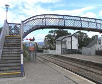 The signal box and level crossing at the north end of Kingussie station on 16 June 2009. Kingussie High School stands in the background.<br><br>[David Panton&nbsp;16/06/2009]
