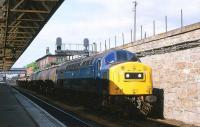 40178 passing through Dundee with a northbound freight in June 1981.<br><br>[Peter Todd&nbsp;12/06/1981]
