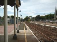 Platform 1 at Broughty Ferry looking west on 23 May 2007<br><br>[David Panton&nbsp;23/05/2007]