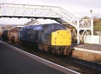 40033 with a freight at Inverkeithing on 28 October 1982.<br> <br><br>[Peter Todd&nbsp;28/10/1982]