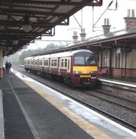 Platform view at Dumbarton Central on 21 September as 320 313 arrives with an eastbound service 21 Sep 2009<br><br>[David Panton&nbsp;21/09/2009]