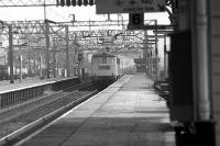 A northbound WCML express with a Class 86 rushes through Watford Junction on 20 March 1976.<br><br>[John McIntyre&nbsp;20/03/1976]
