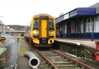 Having arrived at Kyle of Lochalsh earlier on 29 September as the 1101 ex-Inverness, unit 158707 prepares to undertake the two and a half hour return journey scheduled to depart at 1435.<br><br>[John Furnevel&nbsp;29/09/2009]