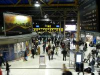 The western concourse at Edinburgh Waverley approaching the evening peak on 25 November 2009<br><br>[David Panton&nbsp;25/11/2009]