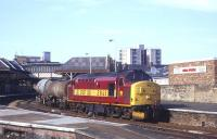 One of the the two daily <I>Enterprise</I> services from Aberdeen to Mossend creeps south through Platform 1 at Perth in 1999 behind EWS 37427.<br> <br><br>[David Spaven&nbsp;//1999]