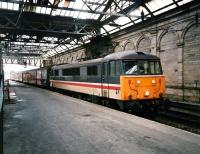 86 213 <i>Lancashire Witch</i> with an arrival at the old platform 10 at Waverley in February 1998<br><br>[David Panton&nbsp;/02/1988]