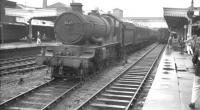 Ex-GWR Castle class locomotive no 5047 <I>Earl of Dartmouth</I> with the 8.50am Birkenhead - Paddington train at a rain-soaked Wolverhampton Low Level station  on 15 August 1962. The 4-6-0 was withdrawn from Wolverhampton's Stafford Road shed the following month. Wolverhampton Low Level itself closed to passengers in 1972 but saw subsequent use as a parcels depot [see image 19662] and latterly as the BR Divisional Engineer's offices. The listed main station building still stands and is currently part of a planned mixed retail and residential development which would incorporate the former station site. <br> <br><br>[K A Gray&nbsp;15/08/1962]