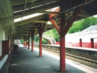 Looking west along the platform at Huntly in June 1999.�The unusual wooden canopy beams and supports added to the impression that this station building had been knocked together in a hurry.�It has since been replaced. <br> <br><br>[David Panton&nbsp;/06/1999]