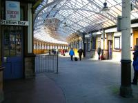 The elegant curved walkway linking train and ferry services at Wemyss Bay, seen here in April 2010.<br><br>[Veronica Inglis&nbsp;02/04/2010]