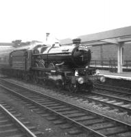 7029 <i>Clun Castle</i> heads north through Wakefield Westgate on an Ian Allan special from Kings Cross to Leeds (and the Middleton Railway) on 17 September 1967. Visible to the right of shot are the former bay platforms used for the local Wakefield to Bradford Exchange services, via Ossett, Dewsbury Central, Batley and Drighlington, and those to Castleford via Stanley & Methley. These have now been grassed over [see image 33613]. The up through road was removed on electrification to give room for overhead wiring support masts to be erected through the station area [see image 25348]<br><br>[David Pesterfield&nbsp;17/09/1967]