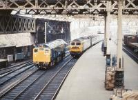 A Brush type 4 arriving at Waverley with the down <I>Aberdonian</I> in 1975 meets a gleaming type 2 standing at the east end of the station.<br><br>[John Furnevel&nbsp;25/05/1975]