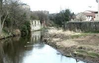 The second NB crossing of the Water of Leith between Bonnington South and East Junctions in March 2003. Beyond the bridge remains is one of the surviving columns which supported the higher level Caley line on its way to Leith East [see image 2196].<br><br>[John Furnevel&nbsp;10/03/2003]