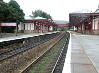 Looking south through Gleneagles station in September 2004.<br><br>[John Furnevel&nbsp;11/09/2004]