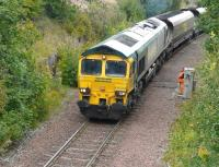 Freightliner 66524 moves slowly off the branch from Killoch washery and over Annbank Junction on 6 September as the 'second man' watches progress from alongside the ground frame. [See image 30591] <br><br>[Ken Browne&nbsp;06/09/2010]