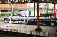 A Rochdale via Oldham service waits to leave Manchester Victoria on 28 September 2009<br><br>[Ian Dinmore&nbsp;28/09/2009]