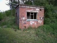 This well preserved gangers' hut is just South of the A4304, West of Junction 20 on the M1. Going by the graffiti, it is now used by quite a different sort of gang.<br><br>[Ken Strachan&nbsp;12/05/2010]