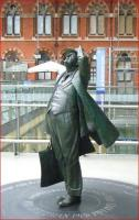 Sir John Betjeman admiring Mr Barlow's roof from the concourse of St Pancras station in September 2010.<br><br>[Veronica Clibbery&nbsp;16/09/2010]