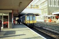 A first generation railcar calls at Ealing Broadway amid reconstruction work on 26 January 1990 with the shuttle service to Greenford.<br> <br><br>[John McIntyre&nbsp;26/01/1990]