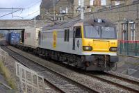92019 <I>Wagner</I> slows the 4M67 Mossend - Hams Hall intermodal service through Carnforth on 21 October before taking to the up loop.<br> <br><br>[Bill Roberton&nbsp;21/10/2010]
