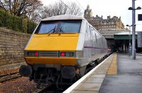 East Coast liveried 91107 brings up the rear of the 09.30 Edinburgh - Kings Cross on 13 November 2010.<br> <br><br>[Bill Roberton&nbsp;13/11/2010]