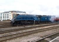 A4 Pacific no 60007 <I>Sir Nigel Gresley</I> arriving at Temple Meads on 1 December 2010 with <I>The Cathedrals Express</I> from London Victoria.<br><br>[Peter Todd&nbsp;01/12/2010]