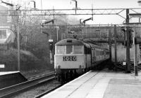 A southbound Class 86 rushes through Watford Junction on its way to <br> Euston on 20 March 1976.<br> <br><br>[John McIntyre&nbsp;20/03/1976]