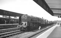 A lengthy up freight rumbles south through Doncaster station on the centre road in July 1963 behind BR Standard class 9F 2-10-0 no 92172.<br><br>[K A Gray&nbsp;20/07/1963]