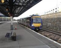 170 433 pulls into Dundee platform 4 with a Glasgow to Aberdeen service on 9 April 2011.<br><br>[David Panton&nbsp;09/04/2011]
