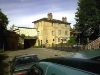 Romsey station may be well kept, with new parking spaces to the right; but a close inspection in May 2011 shows the old station master's quarters to be sadly decayed. Surely they could justify a conversion to flats for commuters?<br><br>[Ken Strachan&nbsp;14/05/2011]