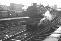 GWR Castle class 4-6-0 no 5047 <I>Earl of Dartmouth</I> about to leave Wolverhampton Low Level station on 15 August 1962, having just brought in the 8.50am Birkenhead - Paddington train. 5047 was withdrawn from Wolverhampton's Stafford Road shed 6 weeks later.<br><br>[K A Gray&nbsp;15/08/1962]